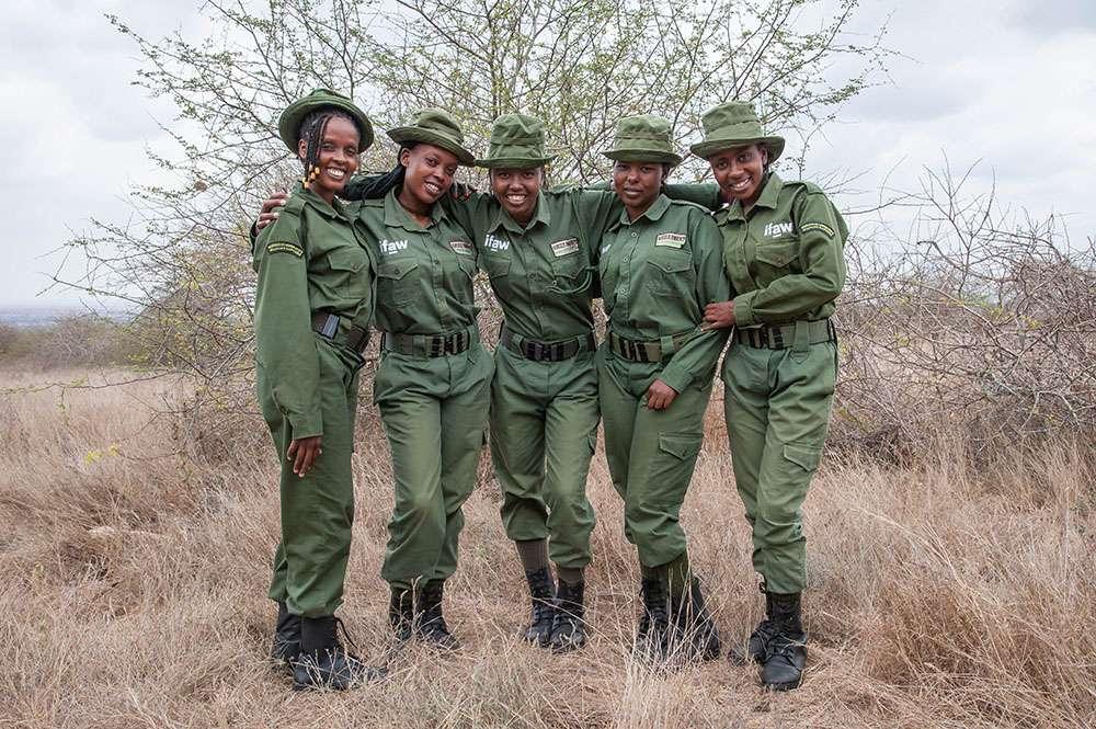 Les rangers Team Lioness. © IFAW Will Swanson, tous droits réservés