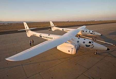 Le WhiteKnightTwo, dessiné par le génial Burt Rutan, ressemble à une paire d'avions siamois.... Crédit Virgin Galactic