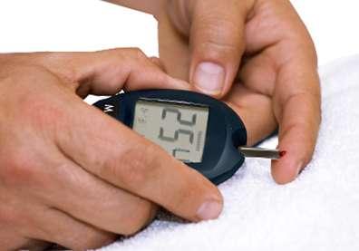 Un lecteur de glycémie est utilisé à domicile par les patients diabétiques afin de surveiller leur taux de glucose dans le sang. © National Institute of Diabetes and Digestive and Kidney Diseases, National Institutes of Health