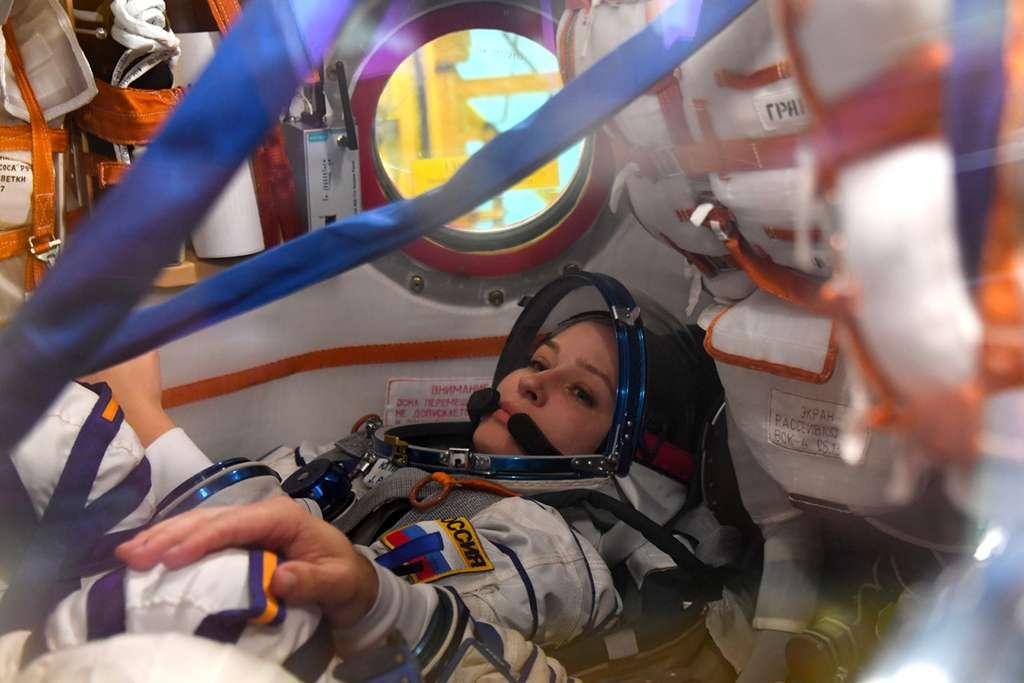 L'actrice Yulia Peresild à l'entraînement à bord d'une capsule Soyouz. © Roscosmos