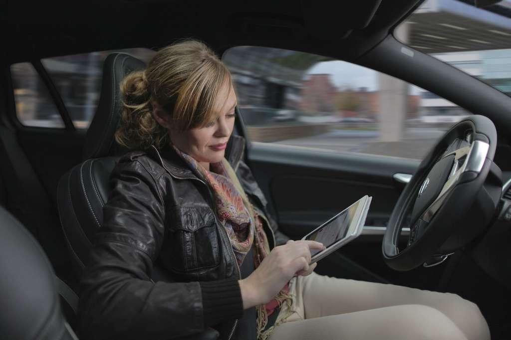 Volvo poursuit son projet Drive Me, qui s'étendra jusqu'en 2020. À partir de 2017, une centaine de voitures autonomes seront mises en circulation dans un périmètre de 50 km autour de la ville de Göteborg, en Suède. Volvo pense pouvoir commercialiser ce type de voiture entre 2018 et 2020. © Volvo