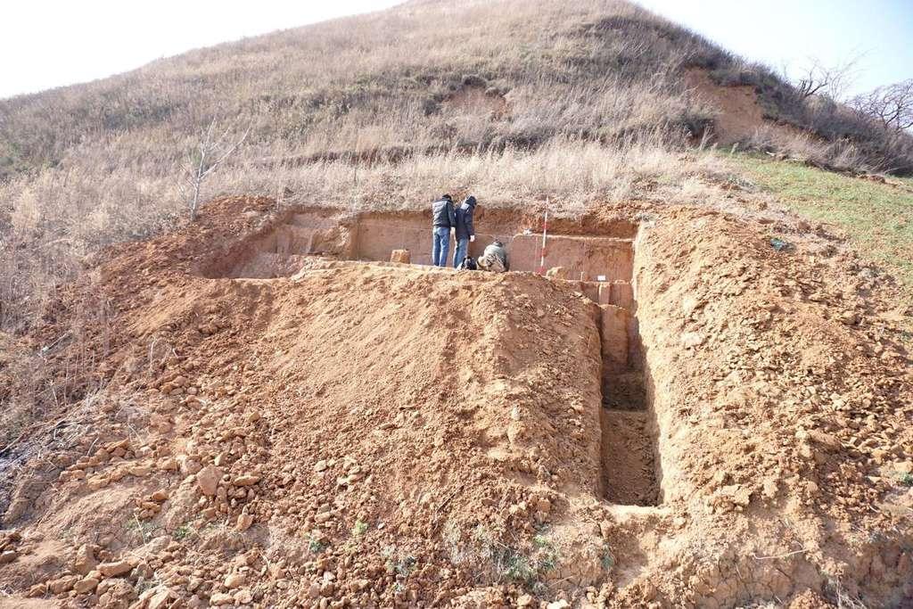 Une équipe chinoise a creusé le site de Sangchen pendant 13 ans pour en extraire des outils de pierre laissés là par nos ancêtres hominidés. © Zhaoyu Zhu, Académie des sciences de Chine
