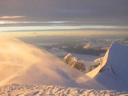 Passage de nuages au lever du soleil sur un contrefort du San Valentin. Chili © Robert Gallaire - IRD