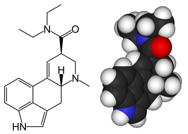 Formules topologique et tridimensionnelle de la molécule de LSD. © Benjah-bmm27, Wikimedia commons, DP