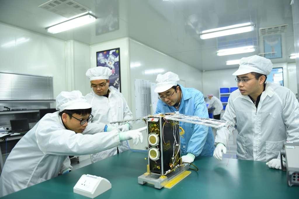 Le satellite Dianfeng de Spacety équipé du système de propulsion à iode de ThrustMe, une « spin-off » du Laboratoire de physique des plasmas (LPP). © Spacety
