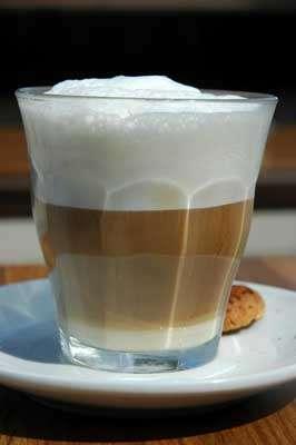La manière dont le lait se mélange au café est chaotique. © NG