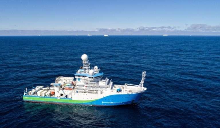 Les échantillons ont été prélevés à bord d'un navire océanographique australien, le Research Vessel Investigator, alors qu'il naviguait vers le sud, de la Tasmanie aux limites glacées de l'Antarctique. © Kendall Sherrin, CSIRO