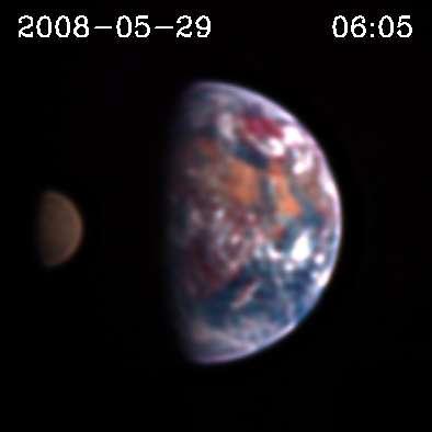 Les instruments d'Epoxi montrent à plusieurs dizaines de milliers de kilomètres le transit de la Lune. Crédit : Nasa-Donald J. Lindler, Sigma Space Corporation/GSFC; EPOCh/DIXI Science Teams