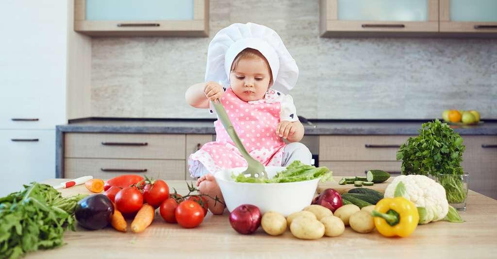 Le faible taux d'entérobactéries dans les intestins des enfants exposés uniquement à des produits ménagers écologiques est-il lié à leur bonne santé? Peut-être que celle-ci résulte simplement d'une alimentation et de modes de vie naturellement plus sains dans les familles qui privilégient ce type de produits. © Studio Romantic, Fotolia