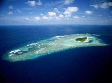 Figure 9 : L'état de Tuvalu, dans l'océan Pacifique central, est constitué de 9 atolls dont l'altitude est proche de zéro, comme c'est le cas de tous les atolls.