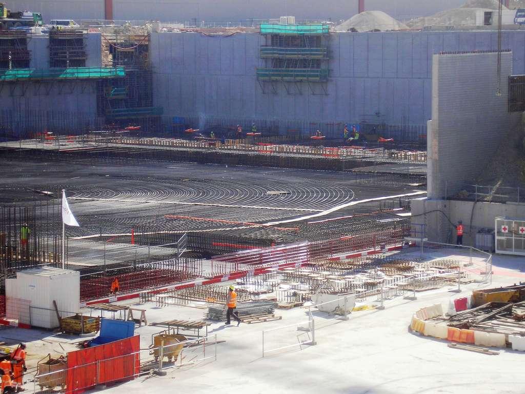 On se prépare à couler la dalle qui va porter le réacteur sur le site d'Iter, en septembre 2013. © Laurent Sacco, Futura-Sciences