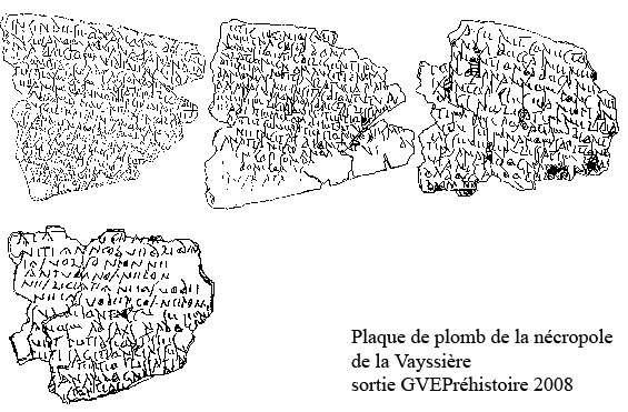 Plaque de plomb de la Vayssière, sur laquelle on peut lire le plus long texte gaulois connu à ce jour en Europe. Un témoignage de l'histoire du plomb. © Domaine public