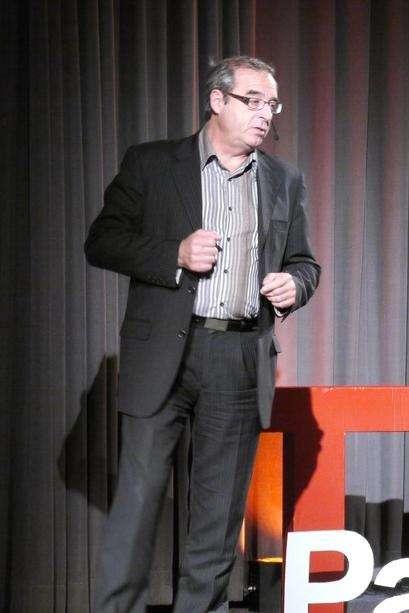 Pascal Picq, maître de conférence au Collège de France, est l'un des grands spécialistes internationaux de la paléoanthropologie. Il est aussi connu pour sa volonté de faire tomber l'Homme de son piédestal afin qu'il se considère à sa juste place au sein du royaume du vivant. © My Graal, Flickr, cc by 2.0