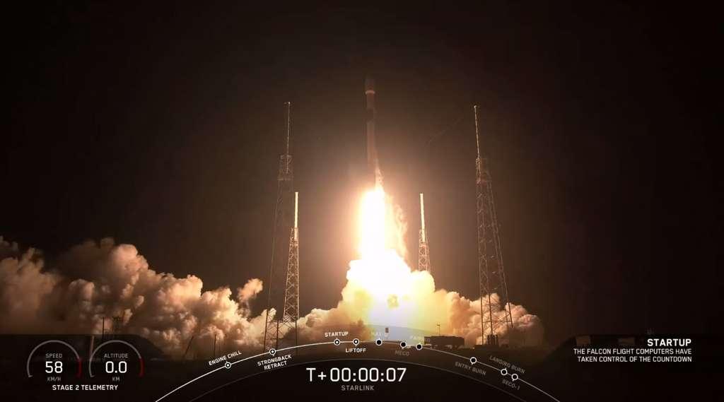 Décollage éblouissant du lanceur Falcon 9 pour la mission Starlink le 24 mai 2019. © SpaceX