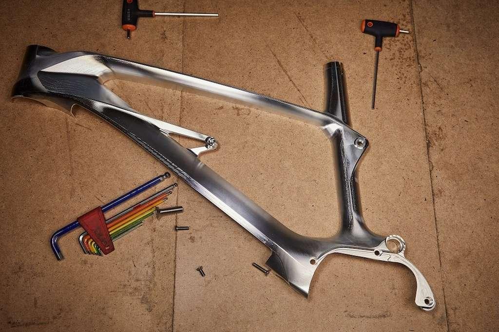 Les deux moitiés du cadre en aluminium ont été usinée dans la masse puis soudées. © Alutech