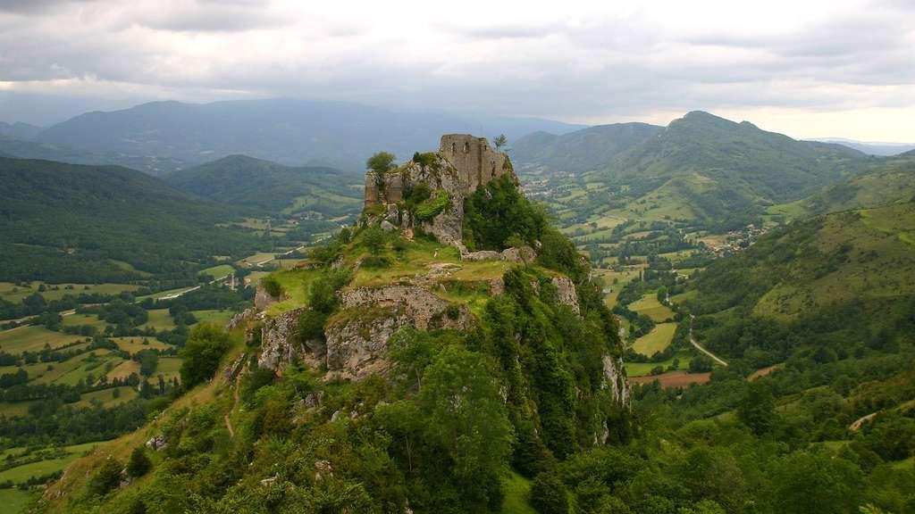 Le château de Roquefixade, ancré dans la roche