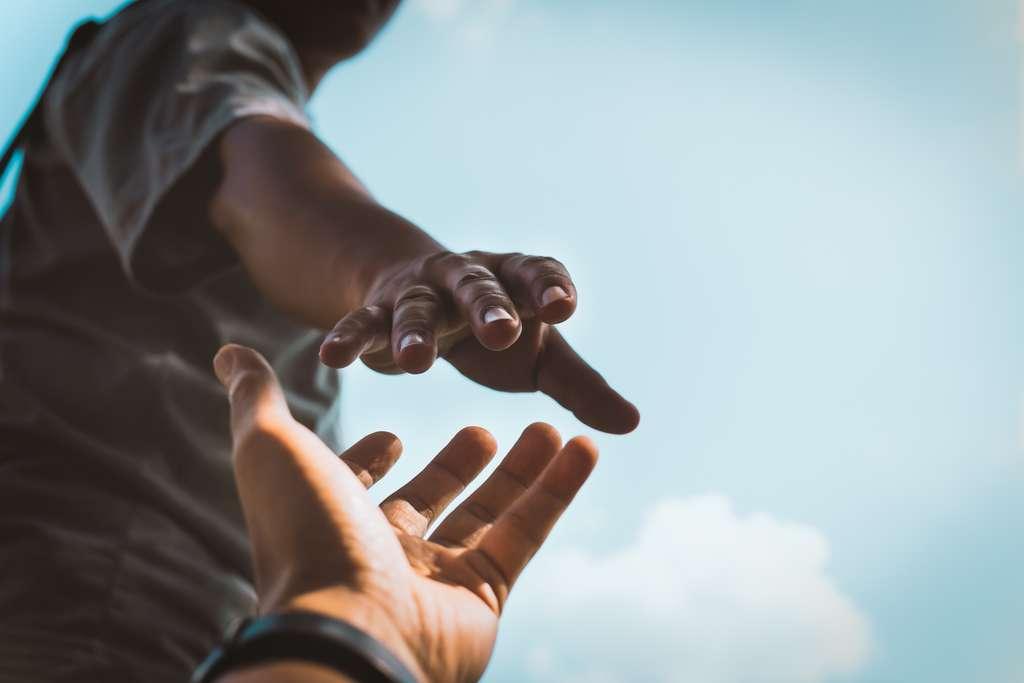 Les associations SOS Amitié et Suicide Écoute le martèlent : vous n'êtes pas seul. Au bout du fil, une personne veut et peut vous aider. © Bignai, Adobe Stock