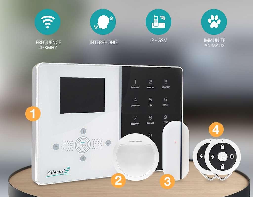 1. Centrale d'alarme - 2. Détecteur de mouvement - 3. Détecteur d'ouverture - 4. télécommandes. Un soin particulier est apporté au design et à la solidité des équipements. © Atlantic's