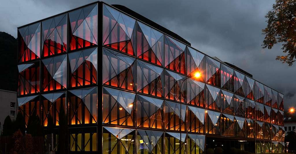 Immeuble éclairé à base de LED. © Böhringer Friedrich. CC BY-SA 3.0 AT