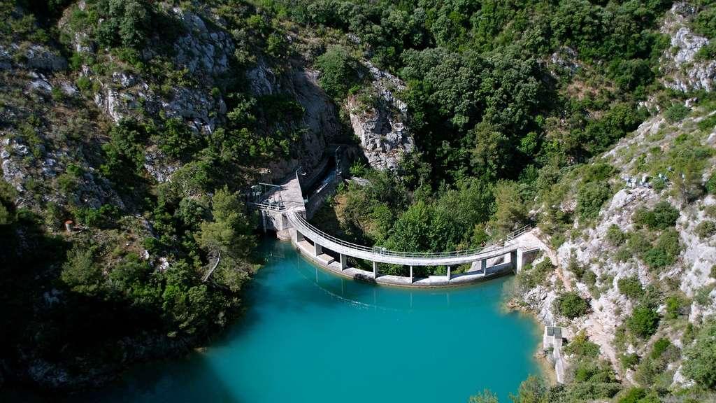 Le Barrage de Bimont, au pied de la montagne Sainte-Victoire