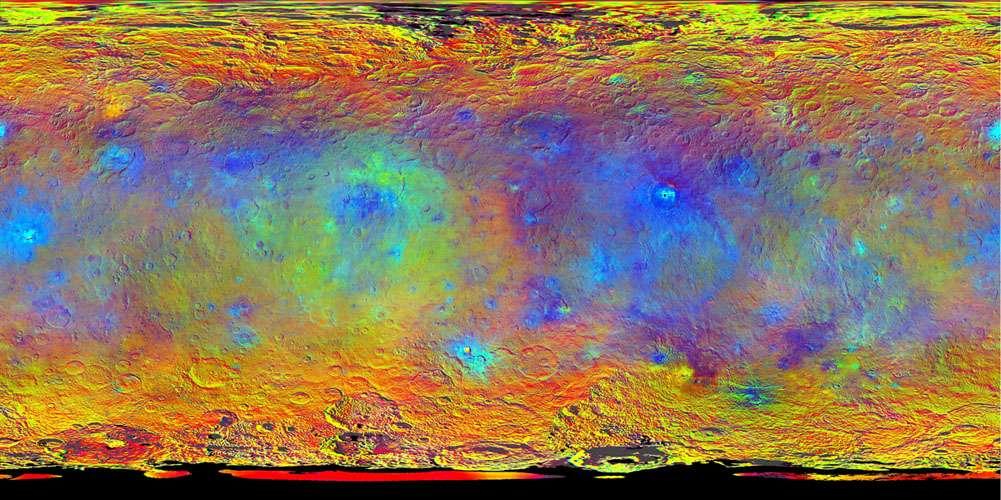 Planisphère de Cérès composé d'images en fausses couleurs réalisées à travers les filtres infrarouge (920 nm), rouge (750 nm) et bleu (440 nm) de l'un des spectromètres de Dawn. Au-delà de sa teinte apparente uniforme dans le visible, la planète naine affiche ici les différences « subtiles » de la réflectivité des terrains, trahissant une composition minéralogique variée. © Nasa, JPL-Caltech, UCLA, MPS, DLR, IDA