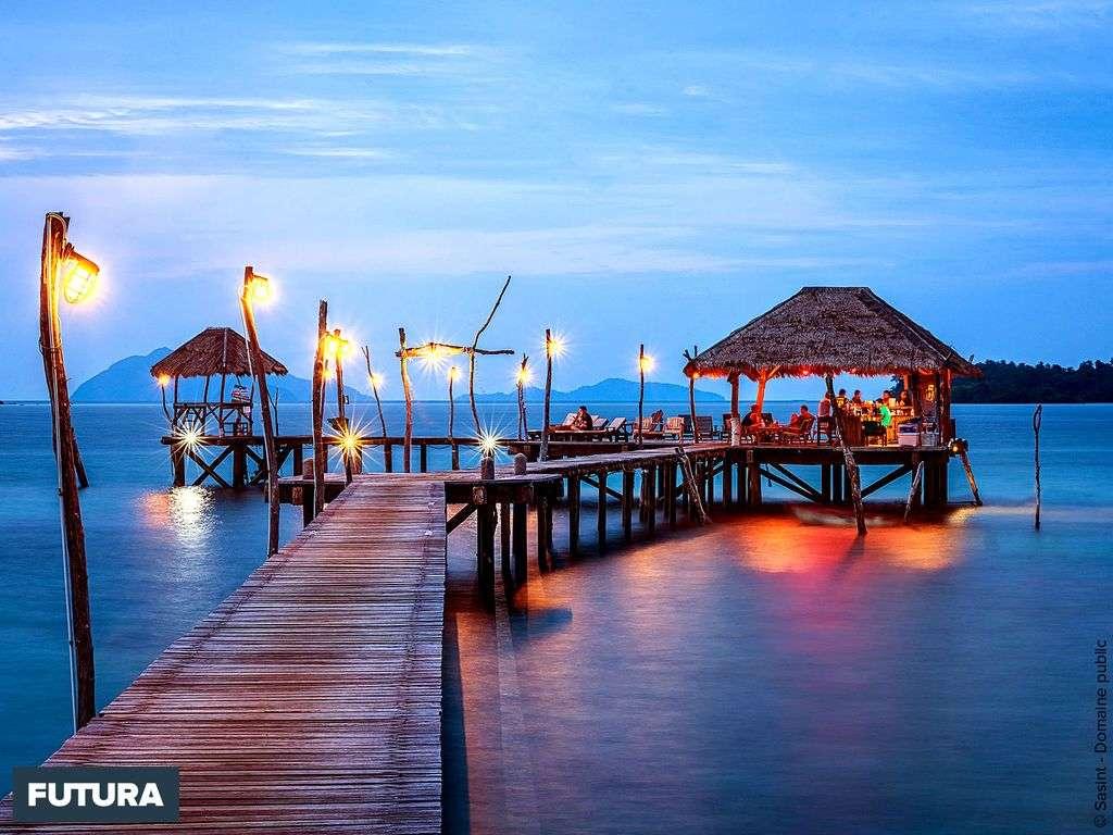 Polynésie, dîner les pieds dans l'eau cristalline
