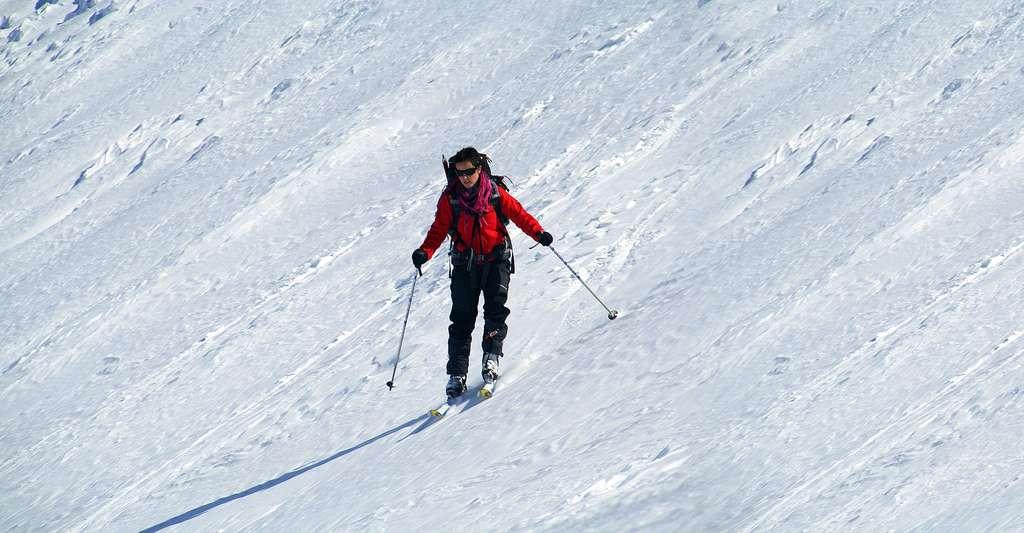 Mieux vaut prévenir le risque d'avalanches. Il peut ainsi être très dangereux de faire du ski hors pistes. © Aitor Salaberria CC by-nc 2.0