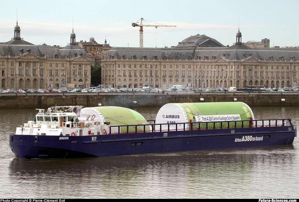 A380 sur la Garonne