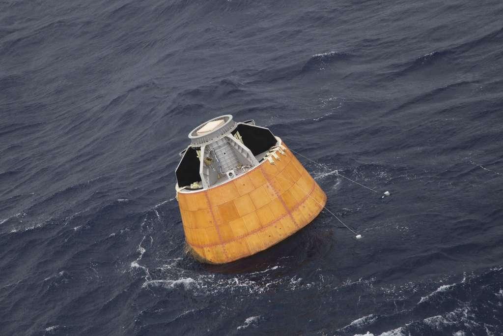 La capsule Care après son retour sur Terre. Son bouclier thermique apparaît peu endommagé. La rentrée atmosphérique, en effet, ne s'est pas faite avec les contraintes les plus fortes attendues lors d'une mission habitée de retour d'orbite. Cela reste un bel exploit. © Isro