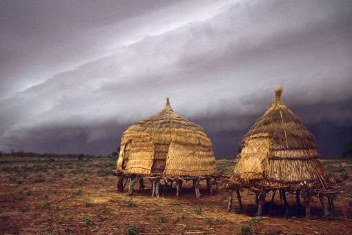 Sur la route, arrivée de la mousson, au mois de juin, Burkina Faso. © IRD/Thierry Lebel