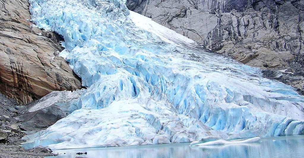 Glacier de Briksdal - Noruega. © BetacommandBot, Wikimedia commons, DP