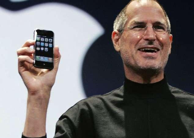 Steve présente le 1er iPhone en 2007. © Kim Støvring