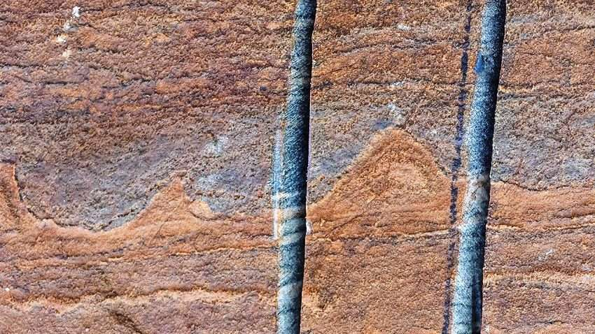 Ces petites ondulations rappellent celles que l'on peut observer avec des stromatolites. Néanmoins, les chercheurs n'ont pas trouvé de traces de micro-organismes fossiles dans leurs échantillons. © Allen Nutman