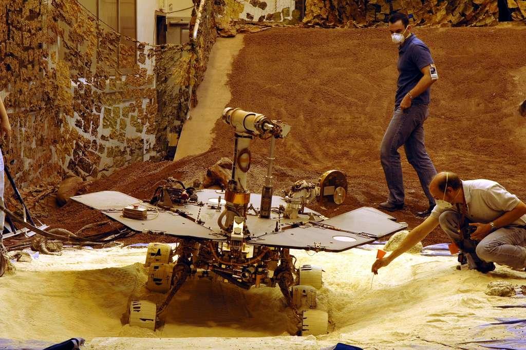 Opportunity enlisé dans les sables : simulation au JPL