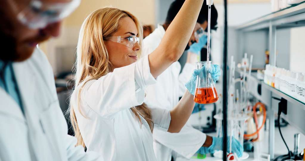 Qu'il soit maître de conférence ou professeur des universités, l'enseignant-chercheur consacre une grande partie de ses journées à la recherche fondamentale voire appliquée. © nd3000, Fotolia.