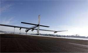 Le HB-SIA sur la piste de l'aérodrome de Dübendorf, le 3 décembre 2009, prêt à s'élancer. © Solar Impulse