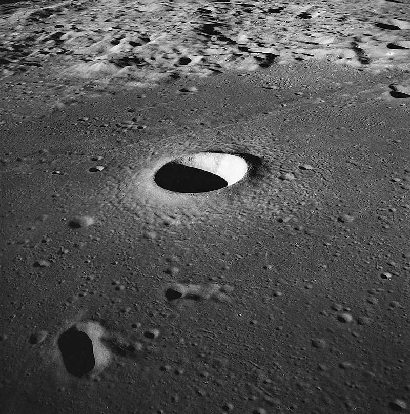 Cratère Moltke photographié par Apollo 11. © Nasa, Wikimedia Commons, domaine public