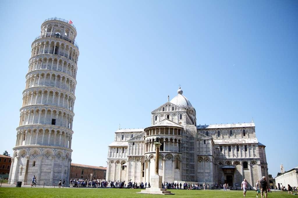 Au fil des siècles, la tour de Pise n'a cessé de vaciller sur ses bases. En cause, un sol pas suffisamment stable pour soutenir une telle structure. Et qui interagit avec elle de manière dynamique. De quoi lui éviter le pire en cas de tremblement de terre. © schmidmatthieu, Pixabay, CC0 Creative Commons