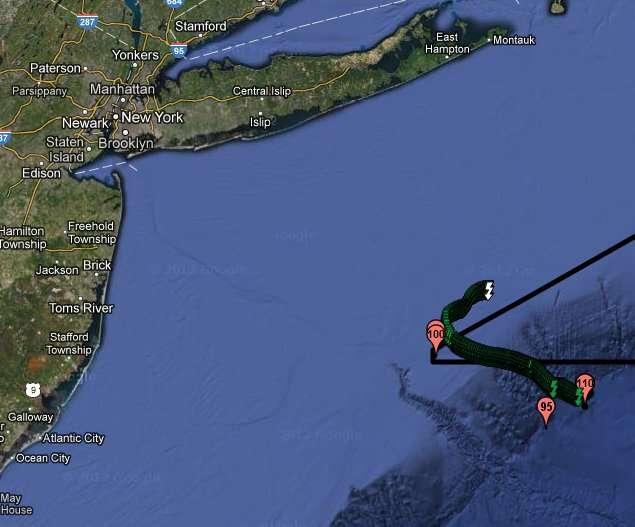 Mercury, le wave glider développé par Liquid Robotics, a intercepté l'ouragan Sandy au niveau du point 110 (à droite). Il l'a ensuite accompagné (trajet vert) jusqu'au point 100. New York est visible dans le coin supérieur gauche de la carte. © Liquid Robotics