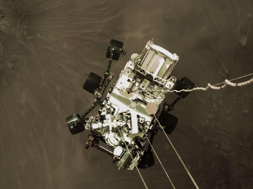 Cette image fixe à haute résolution fait partie d'une vidéo prise par plusieurs caméras alors que le rover Perseverance de la Nasa a atterri sur Mars le 18 février 2021. © Nasa/JPL-Caltech