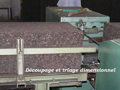 Découpage et triage dimensionnel. Le liège est un matériau sain et facilement recyclable. © Aliécor
