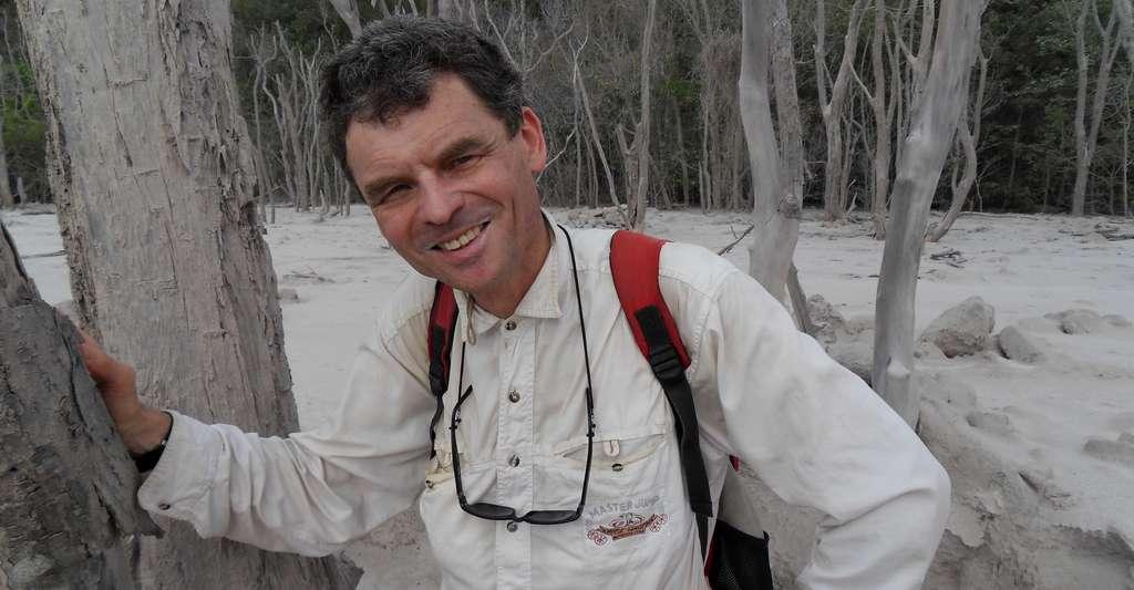 Jacques-Marie Bardintzeff à la Soufrière Hills de Montserrat. © André Laurenti, CC by-nc 3.0