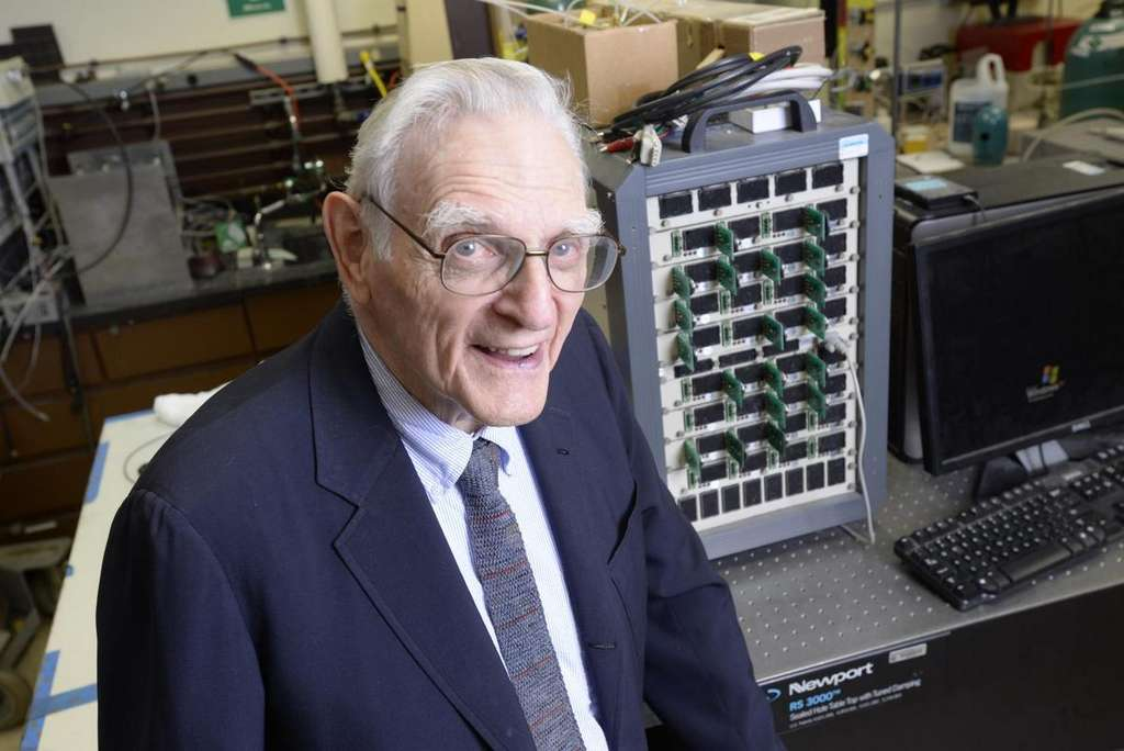 Le professeur Goodenough, 94 ans, continue à enseigner à l'université du Texas tout en poursuivant ses travaux sur les batteries à électrolyte solide. © University of Texas at Austin