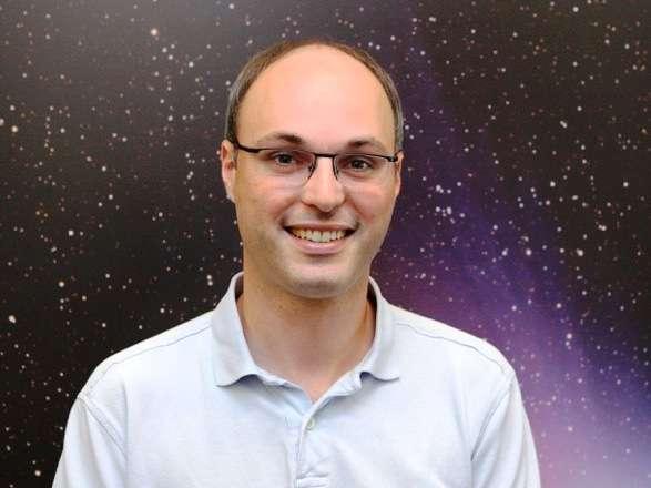 L'astrophysicien Christophe Lovis a passé son doctorat à l'observatoire de Genève sous la direction de Michel Mayor en 2007. Il a contribué à la découverte du fait qu'une grande partie des étoiles sont entourées par des Neptune et des superterres. Ses travaux portent également sur la caractérisation des atmosphères des exoplanètes et l'étude de l'activité magnétique stellaire. © Christophe Lovis