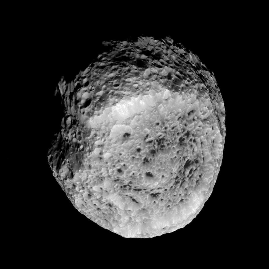 Hyperion et ses cratères