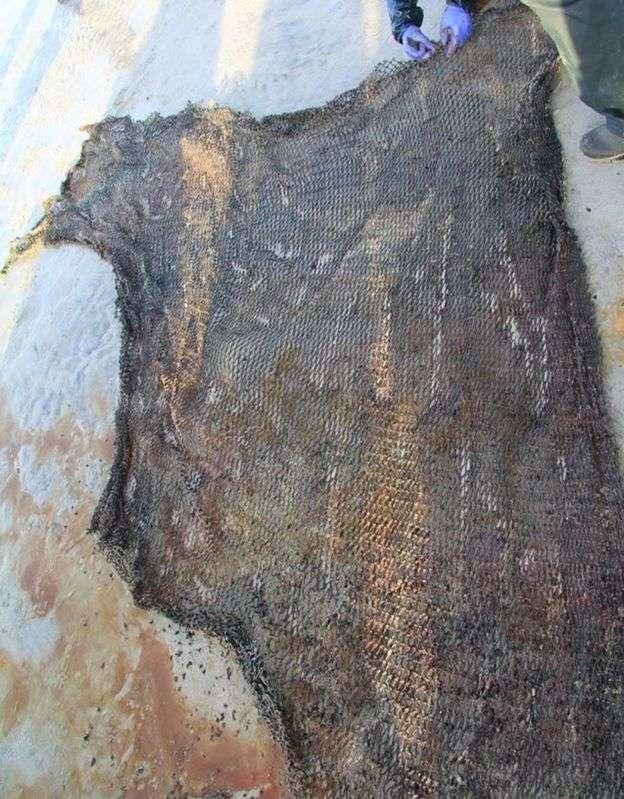 Parmi les déchets retrouvés dans le corps du cachalot, ce morceau de filet de pêche. © Smass