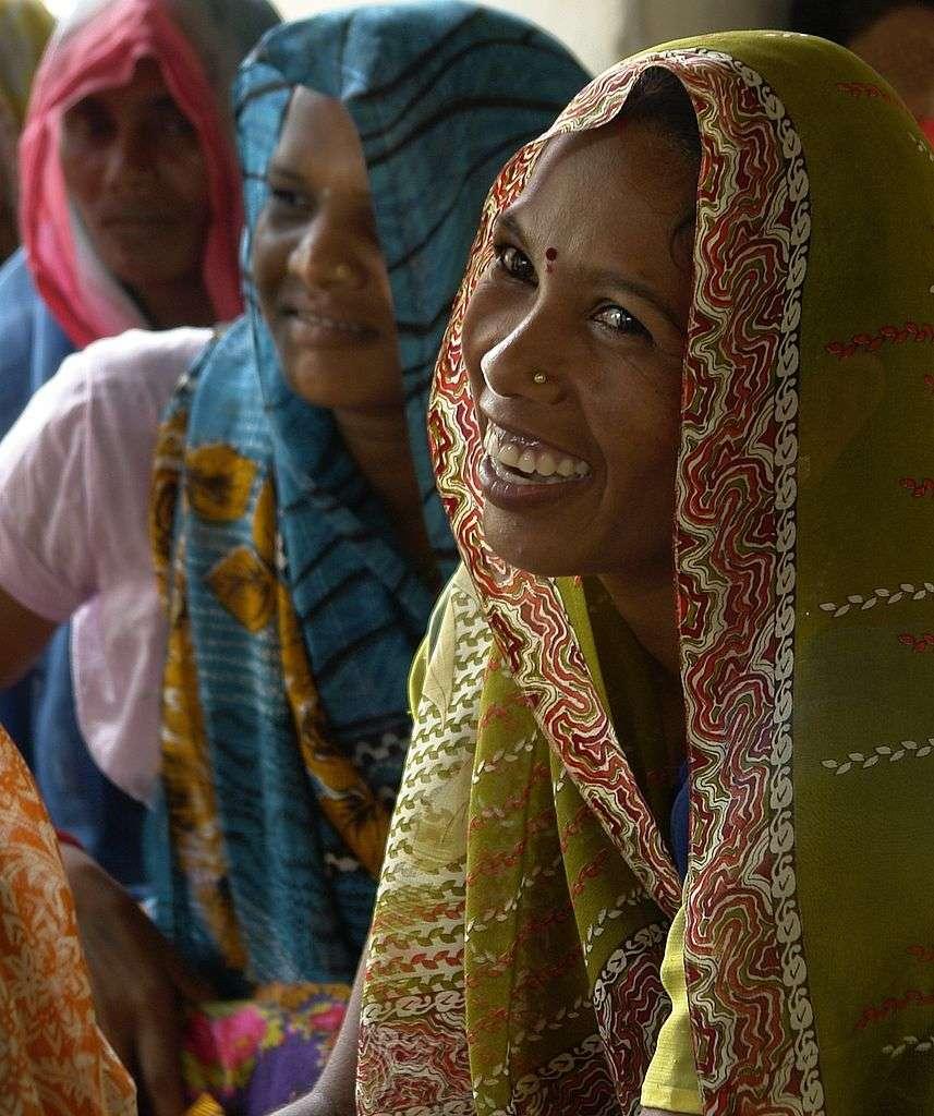Portrait de femme dans un village tribal (tribu Gond) de la région d'Umaria, en Inde. Photo prise durant une rencontre organisée par Ekta Parishad sur le thème des droits sur la terre, la doléance principale des Adivasis. © Yann, cc by sa 3.0