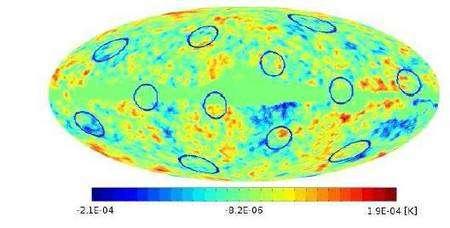 Figure 8. Position des 12 cercles corrélés trouvés récemment dans les données WMap par une équipe franco-polonaise, en parfait accord avec le modèle PDS. Les centres des cercles correspondent aux centres des faces du dodécaèdre fondamental, déterminés par leurs coordonnées galactiques. La probabilité pour que le modèle LambdaCDM plat et infini reproduise par hasard une telle configuration n'est que 7 %. Crédit : OBSPM