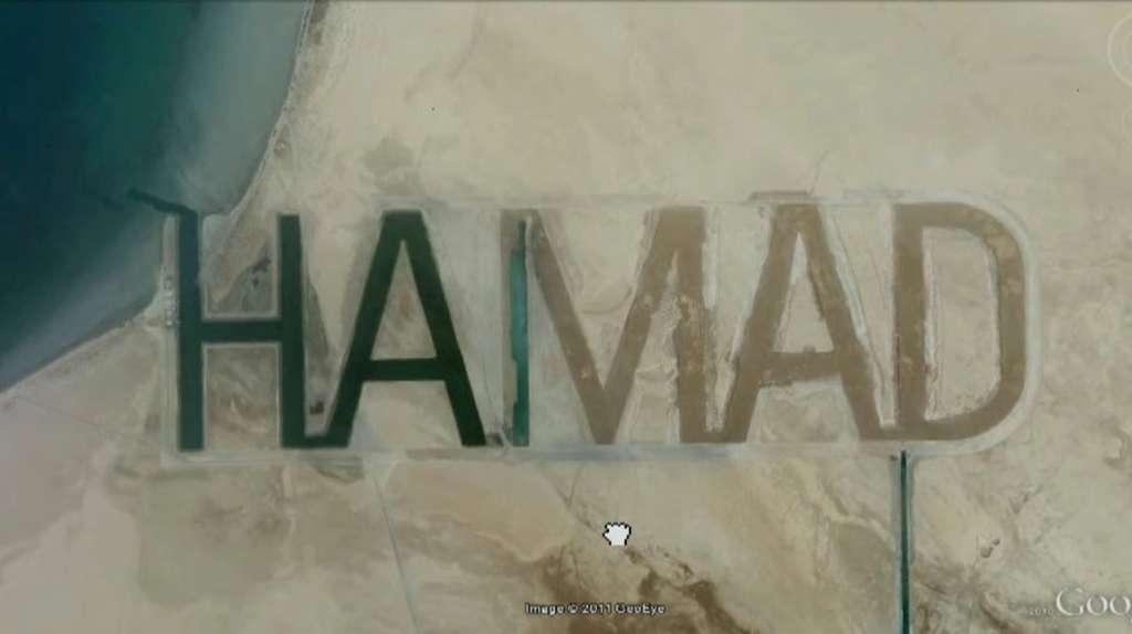 Le milliardaire Hamad ben Hamdan al Nahyan, membre de la famille royale d'Abu Dhabi, a fait écrire son nom sur un vaste banc de sable au bord du golfe Persique. © Google Earth