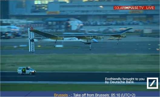 Le HB-SIA au décollage de l'aéroport de Bruxelles le 13 juin 2011 à 5 h 10 (heure locale, et française). © Solar Impulse